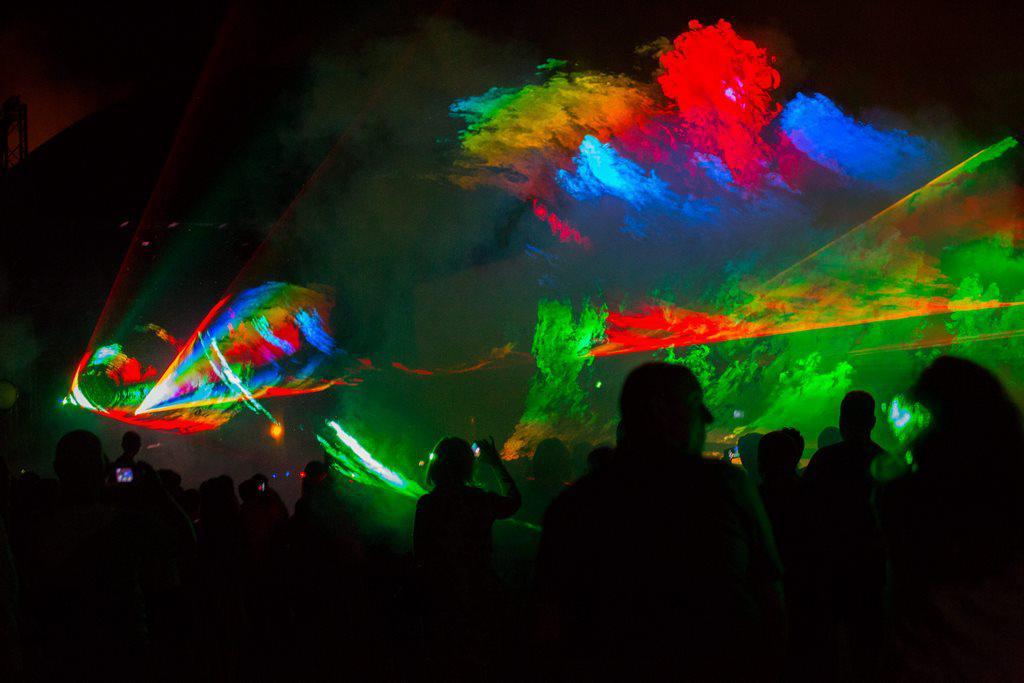 kolory, mgła, efekty na event firmowy