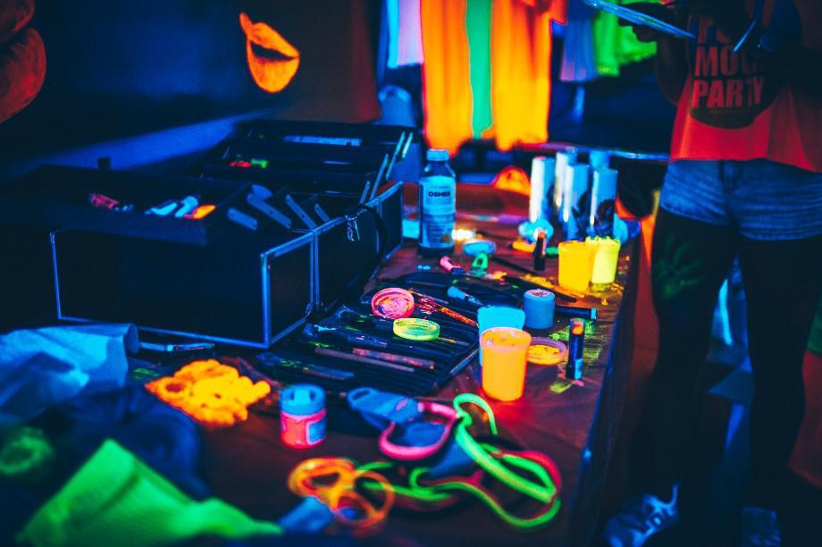 fluo gadżety na imprezę