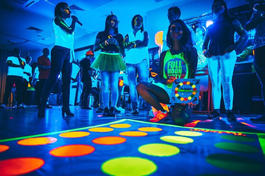 twister na evencie, integracja, fluo party