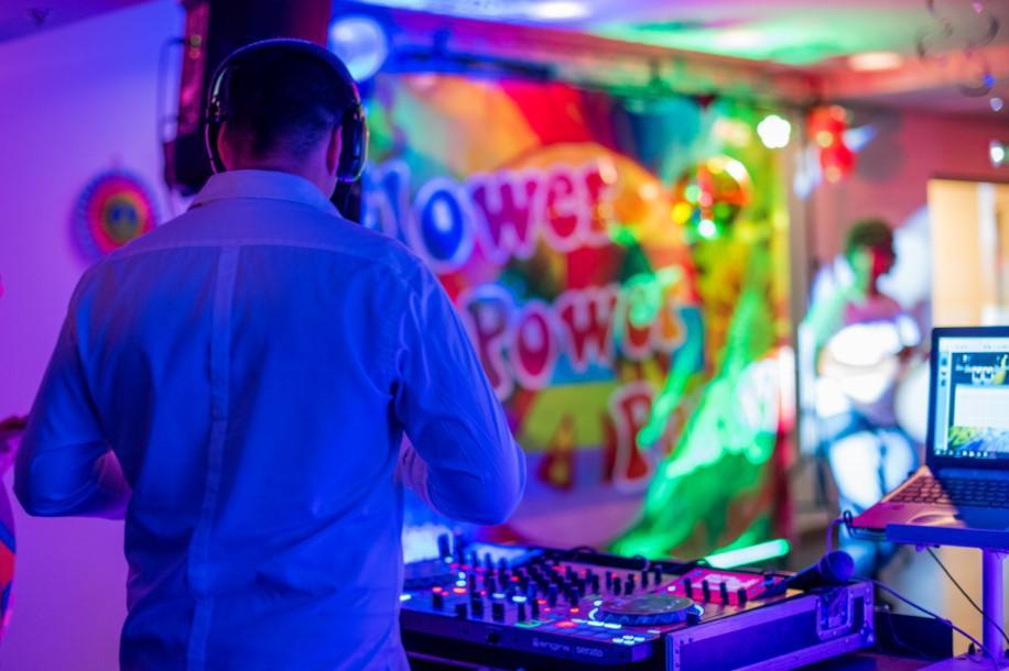 imprezy tematyczne dla firm, flower power