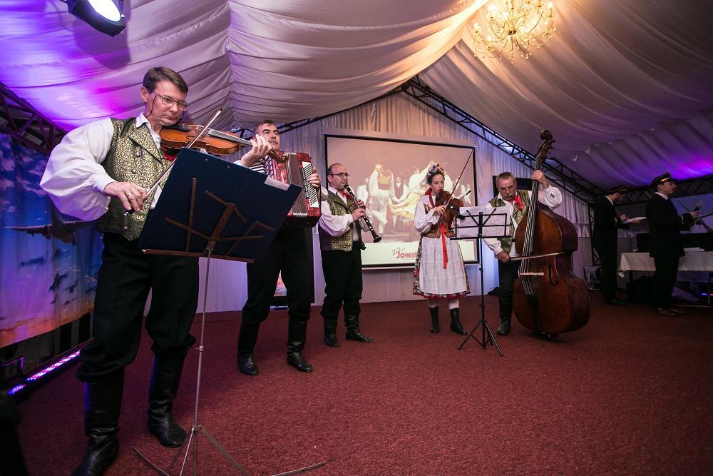 występ zespołu ludowego, muzyka tradycyjna, event firmowy
