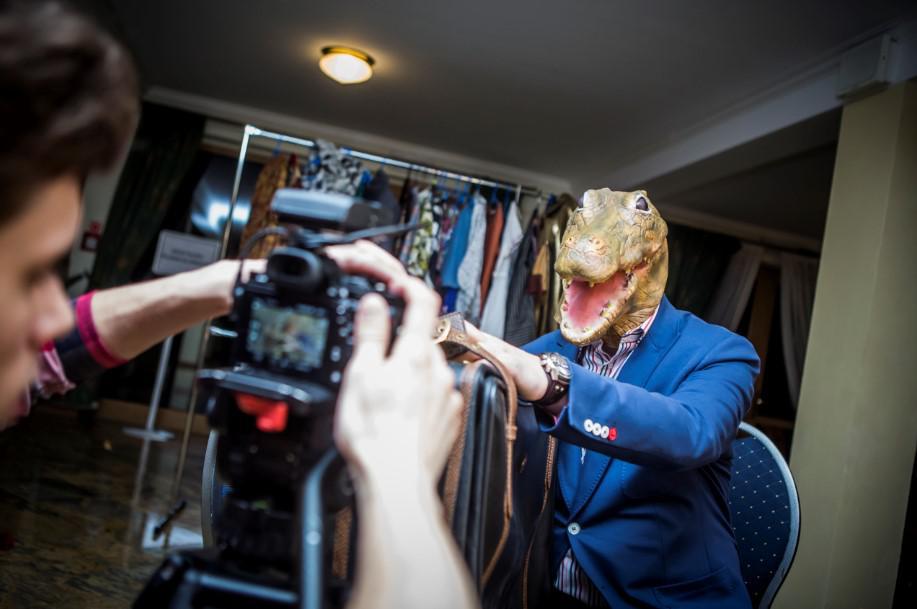 kostium aligatora, kręcenie filmu, magia hollywood