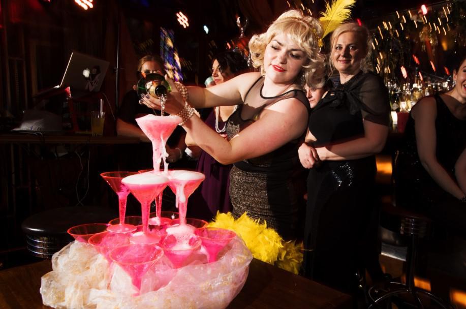 szampan, dobra zabawa, impreza gatsby