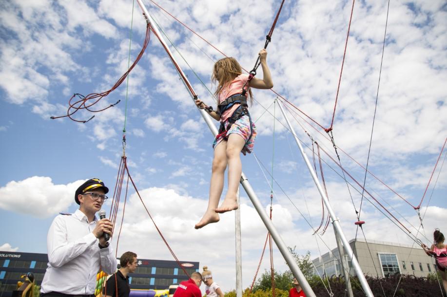 trampolina, atrakcja na event, atrakcja plenerowa, zabawa dla dzieci