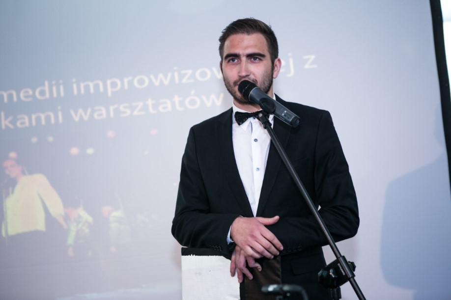 konferansjer, prezenter na wieczorze integracyjnym