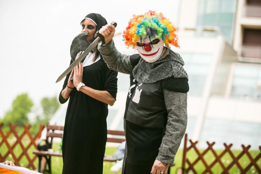 imprezy firmowe integracyjne, przebranie, clown, zakonnica