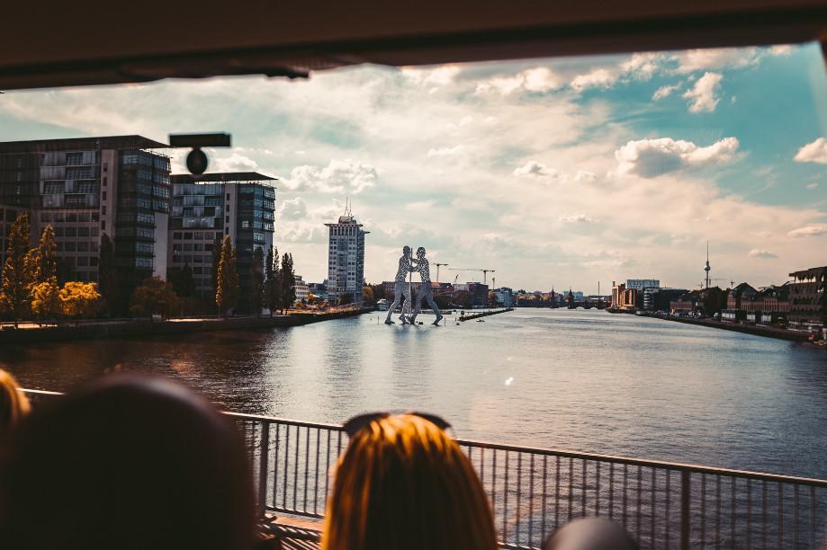 rzeźba na rzece, berlin zachodni
