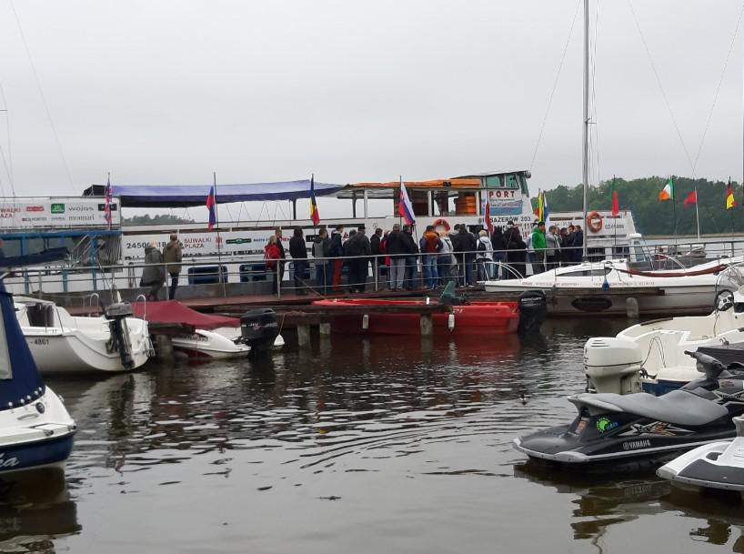 event firmowy nad jeziorem
