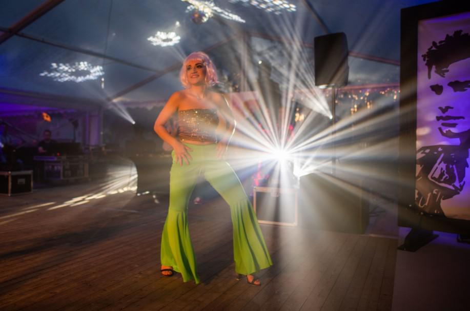 występ tancerek na evencie