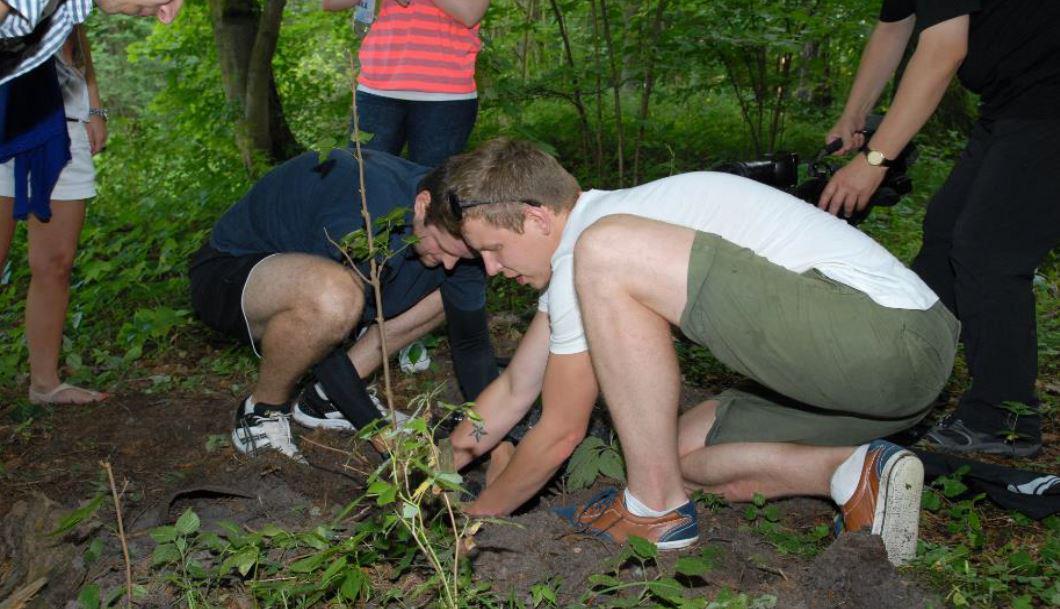gra terenowa agent, zadanie manualne, sadzenie drzewa
