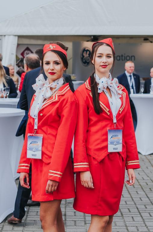 animatorki przebrane za stewardessy