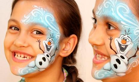 pomalowana twarz dziecka