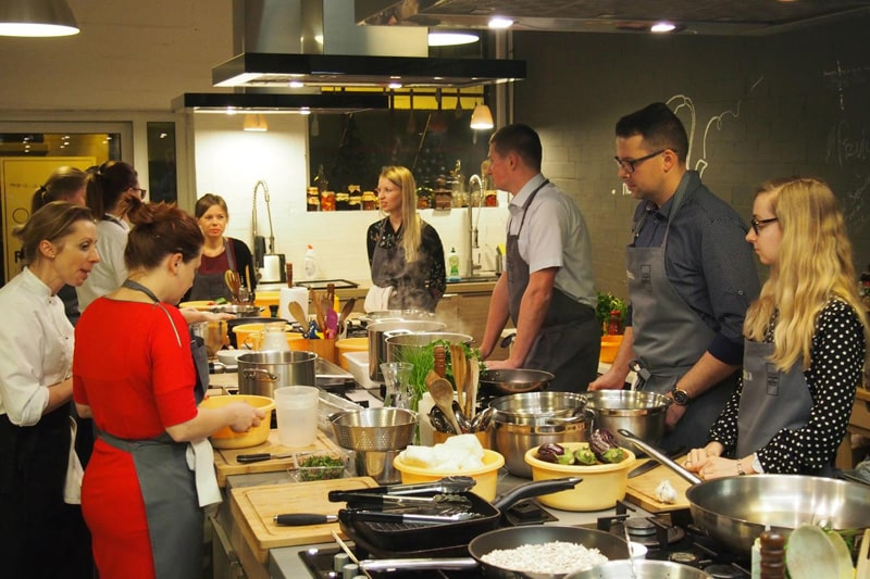 impreza firmowa w formie warsztatów kulinarnych