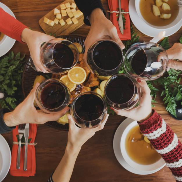 toast winem czerwonym