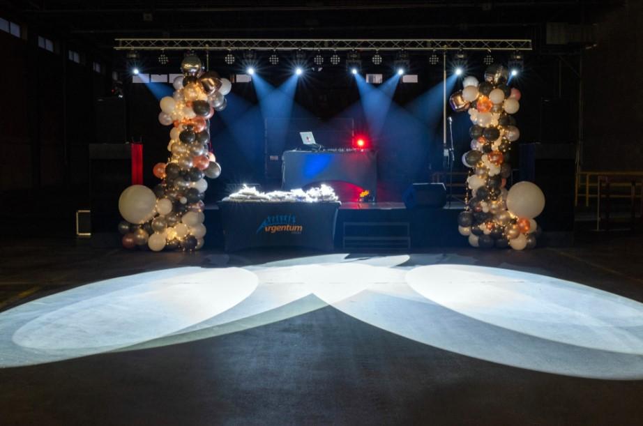 scena przygotowana na jubileusz firmy ikea, oświetlenie sceny