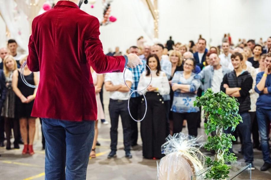 pokaz artystyczny na evencie jubileuszowym dla firmy Ikea