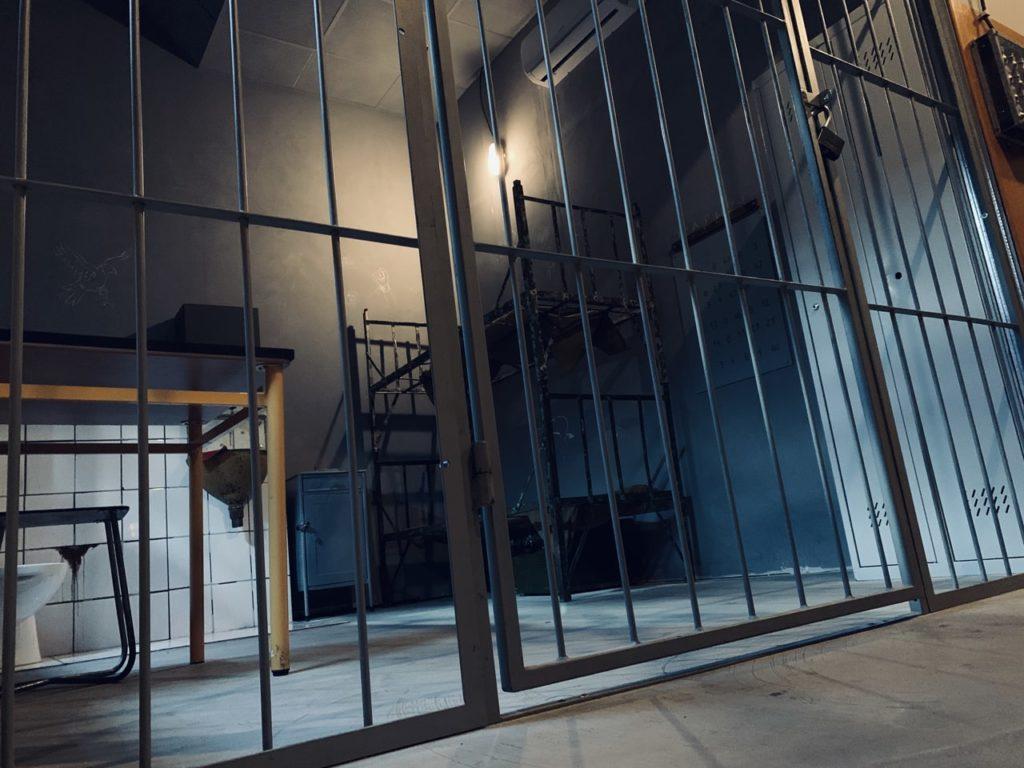 escape room online, pokój więzienie