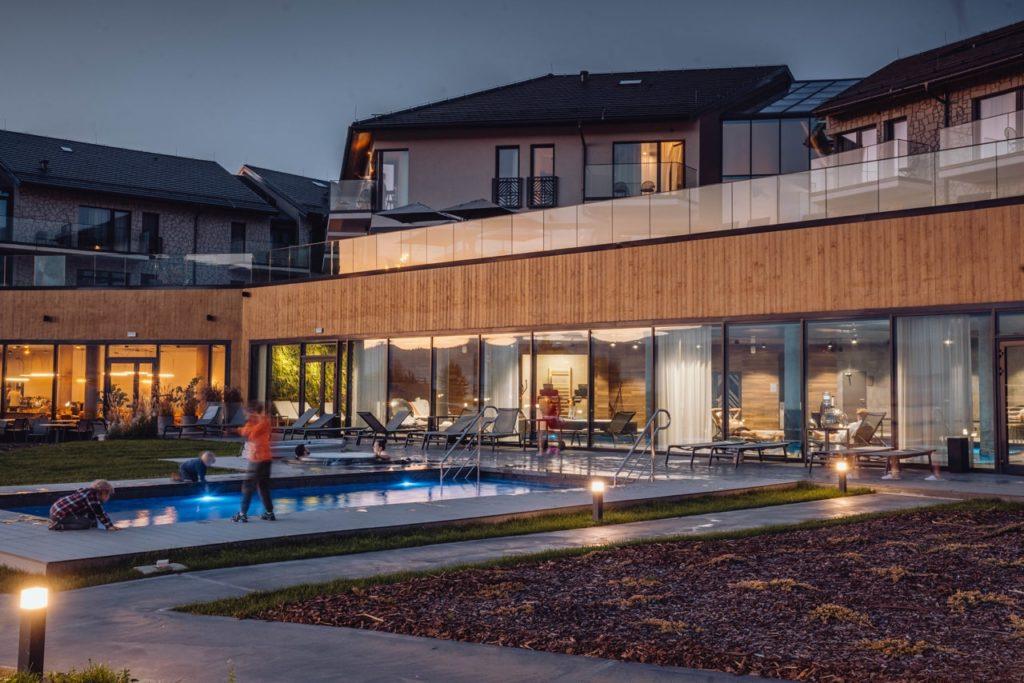 lake hill resort & spa basen zewnętrzny