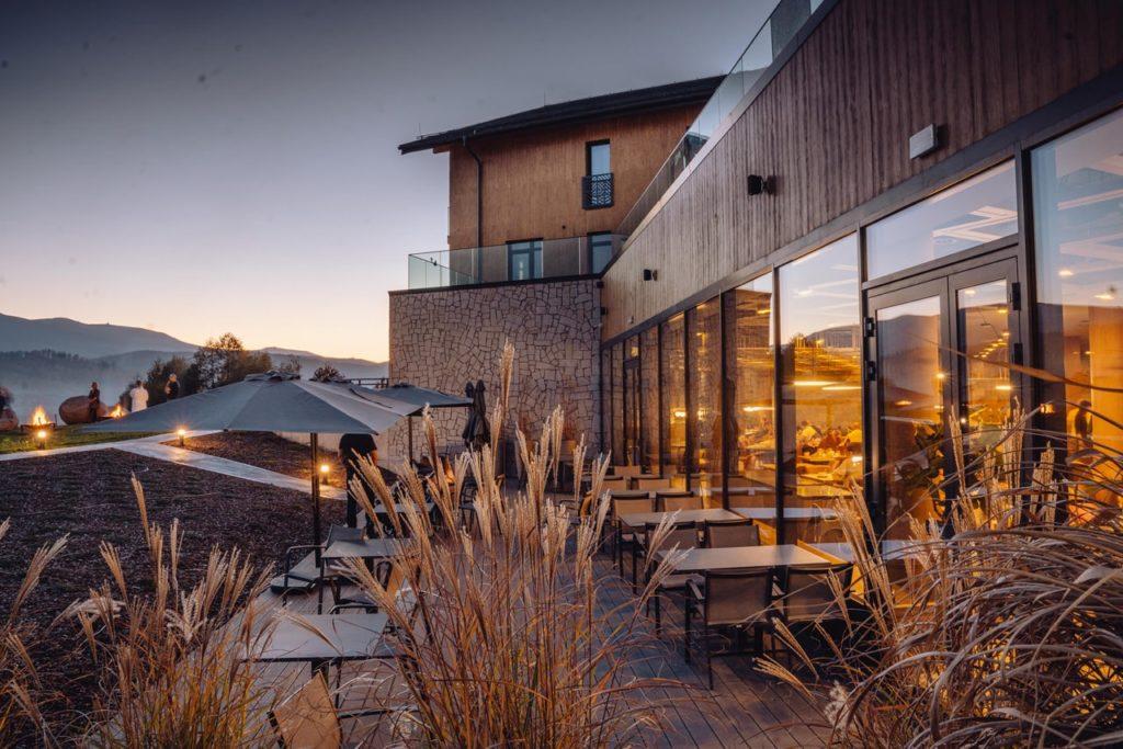 lake hill resort & spa patio